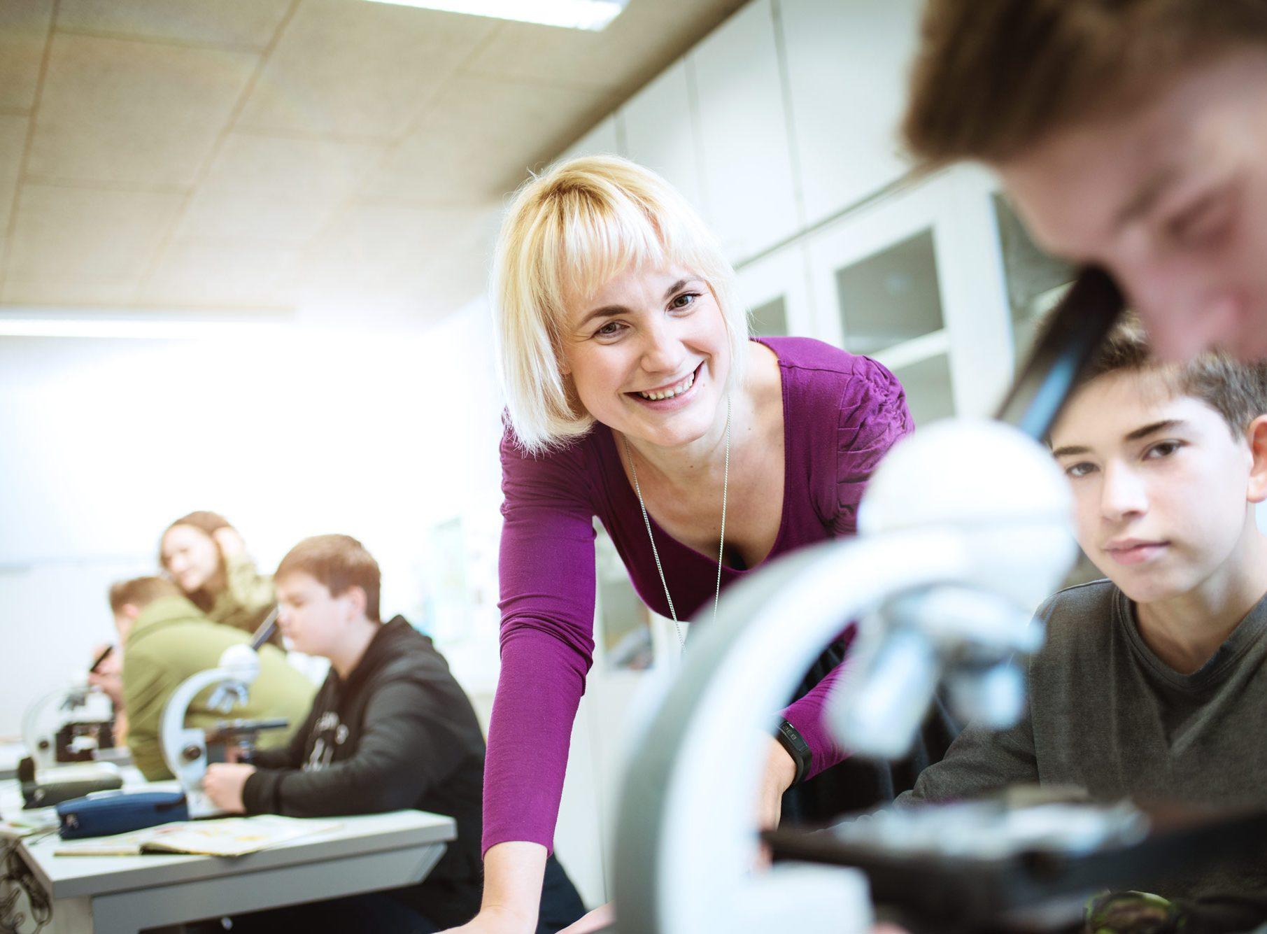 Evangelische-Schulstiftung-Mitteldeutschland-Employer-Branding-Campaign-People-in-School-01