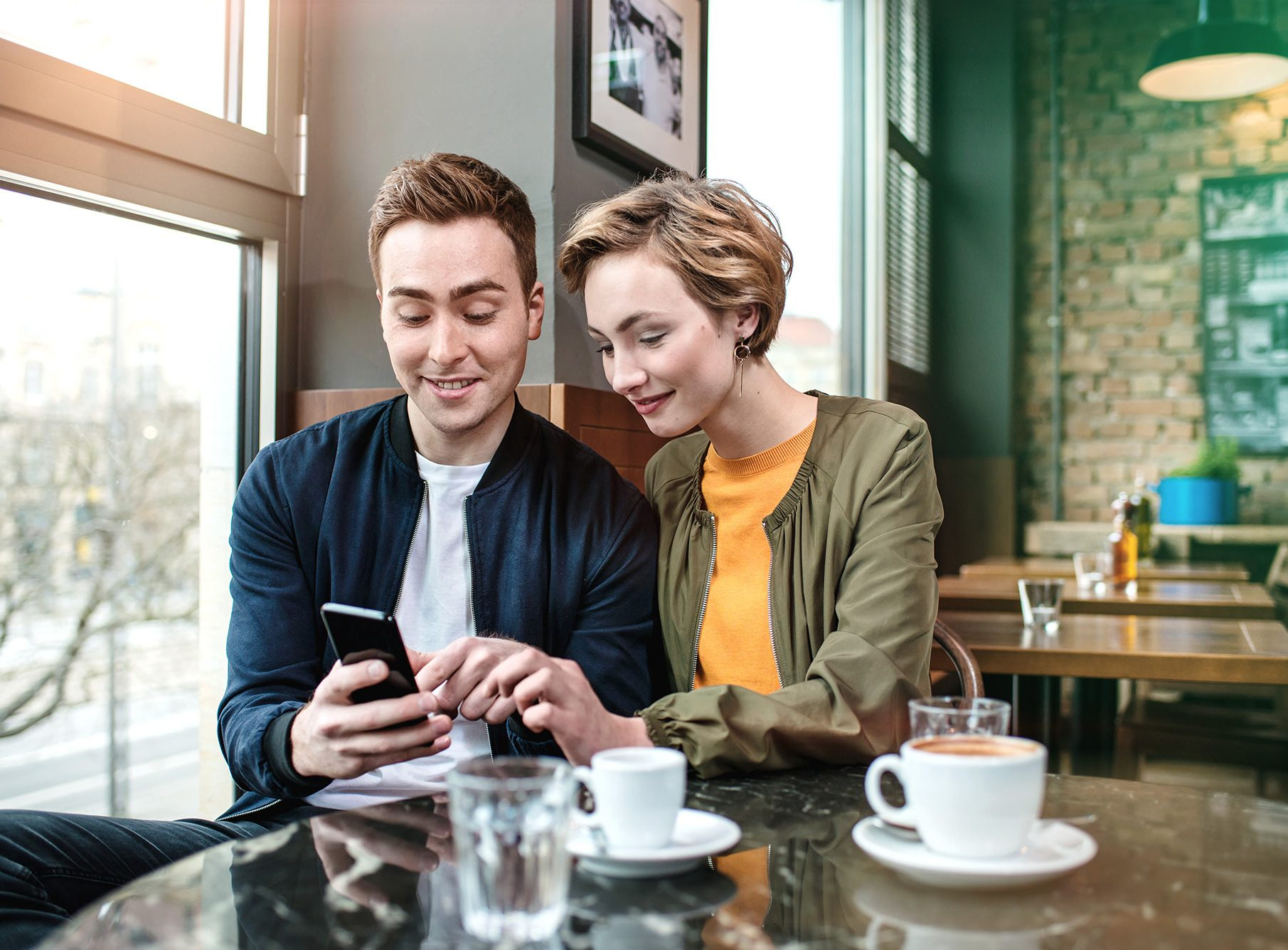 Secure Login VERIMI StartUp Campaign Peoplephotography Young Couple in Cafe