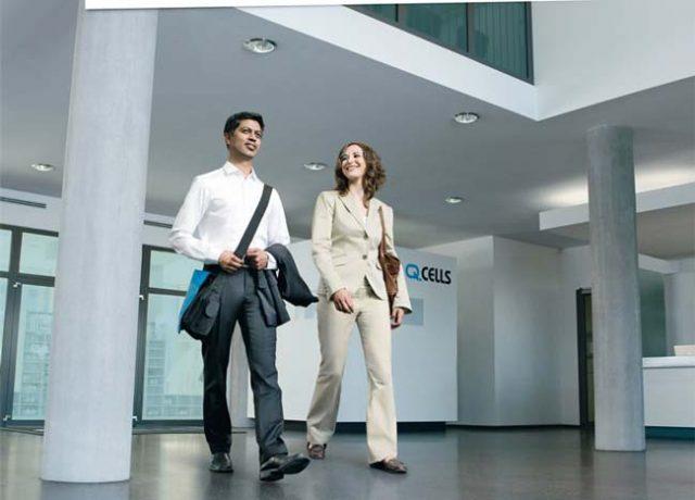 Human Resources Kampagne Mann und Frau in Office Empfangshalle Werbefotografie Employer Branding